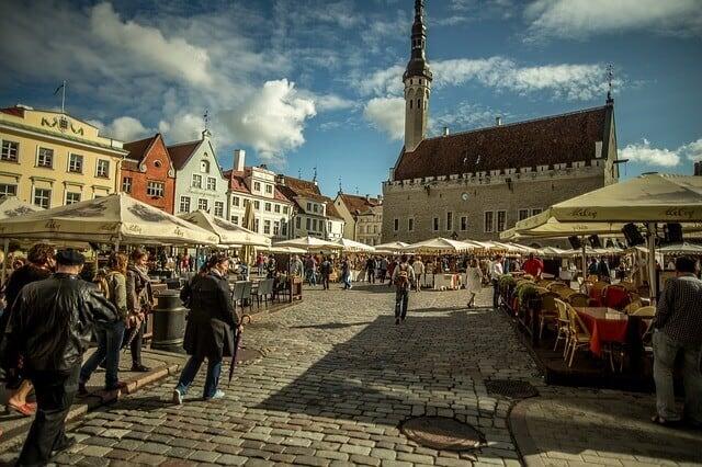 שופינג בטאלין: קניונים, מרכזי קניות ושווקים